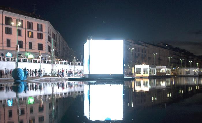 Milano, solo bicchieri di plastica in Darsena