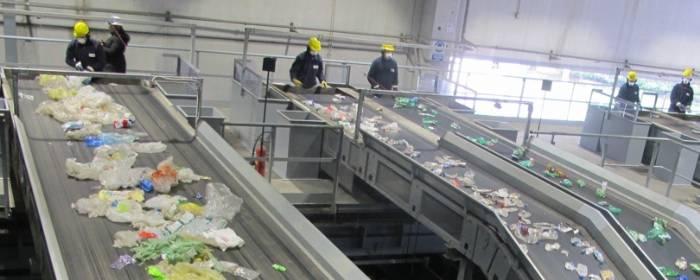 selezioni rifiuti plastici