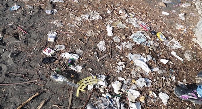 rifiuti spiaggia